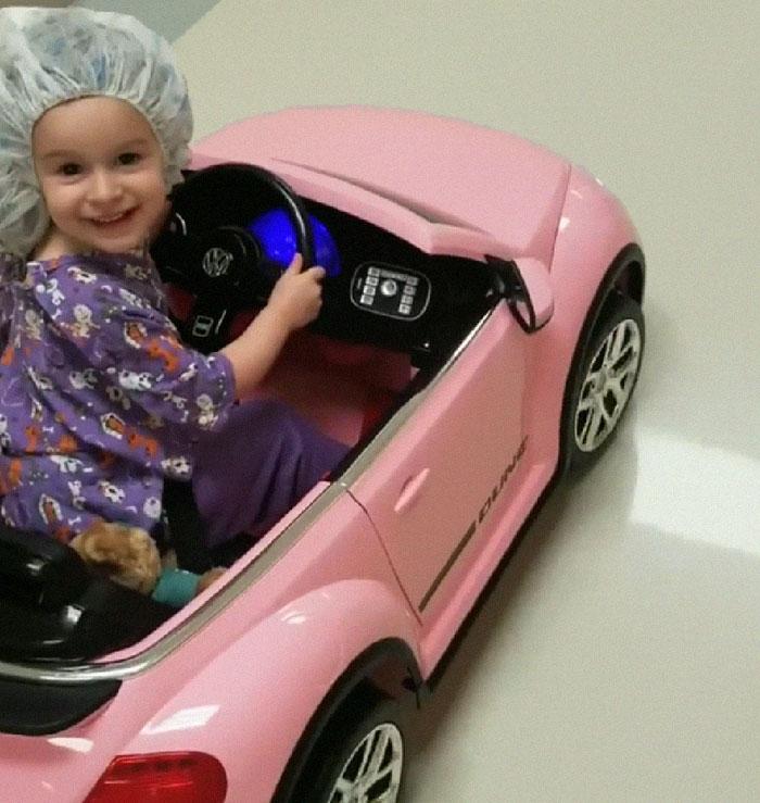 , Nemocnica umožňuje maličkým pacientom prísť do operačnej sály vo veľkom štýle