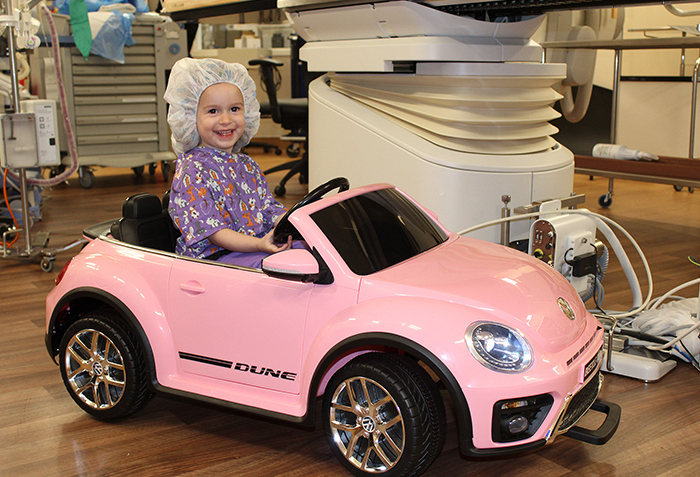 Hospital Gives Kids Mini Cars To Drive Into Surgery So They Would Be Less Stressed