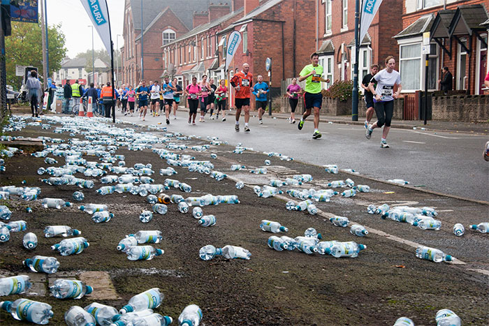 London Marathon Replaces Water Bottles With Biodegradable And Edible Water Pouches