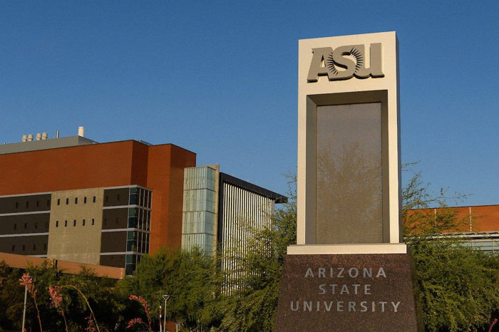 Professor Uncovers Scam At Arizona University And Gets Laid Off, So He Reveals It To Students Via Email