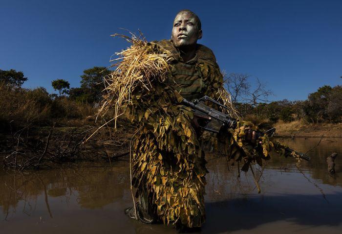 "Medio ambiente, ""Akashinga - Las valientes"", Brent Stirton"