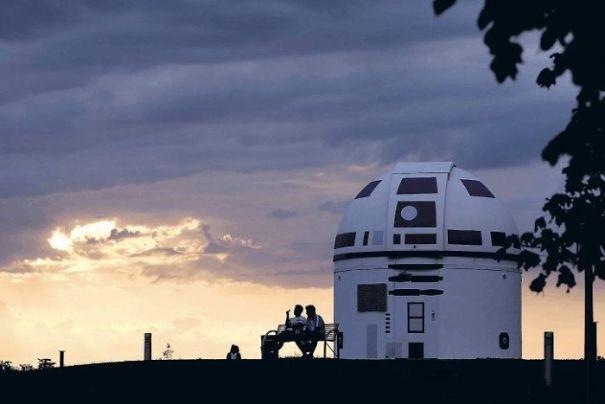 zweibruck-observatory-germany-redesigned-r2-d2-star-wars-hubert-zitt16-5c98add32d505__700.jpg