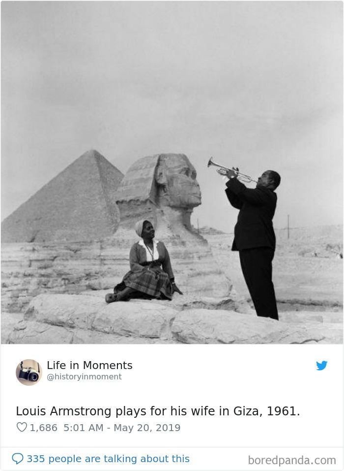 Louis Armstrong tocando para su esposa en Giza, 1961
