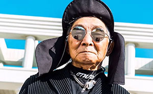 84-Year-Old Grandpa From Japan Earns 30k Instagram Followers In Less Than A Week With His Amazing Photo Shoots (18 Pics)