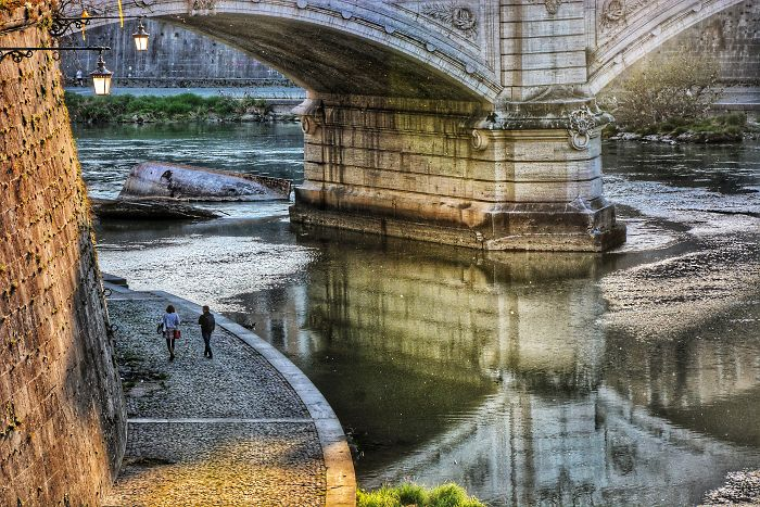 Tiber Reflections