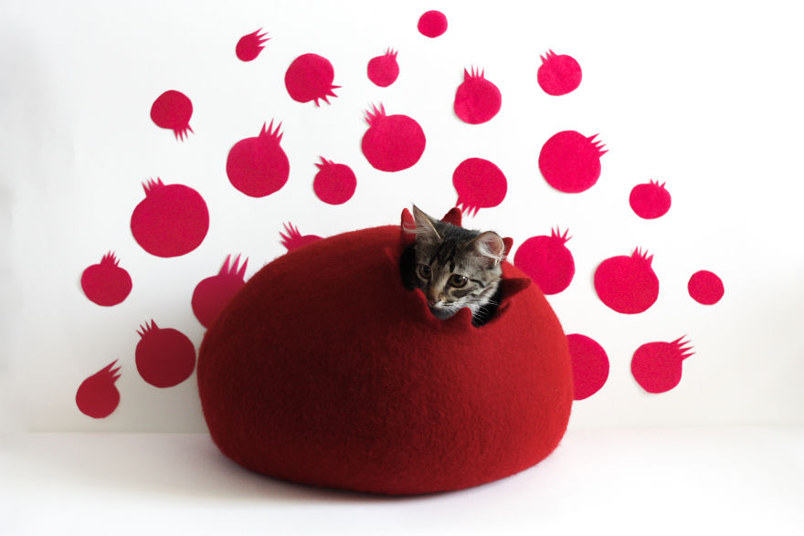 Pomegranate Cat Bed