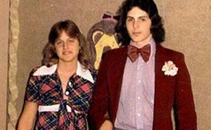 30 Embarazosas fotos antiguas de la graduación de celebridades