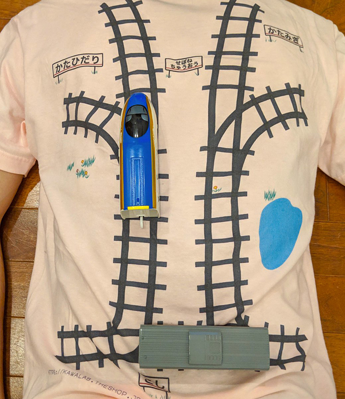 d94c50a12 One Japanese dad has created a genius t-shirt design to inspire his kid to  give him a back massage