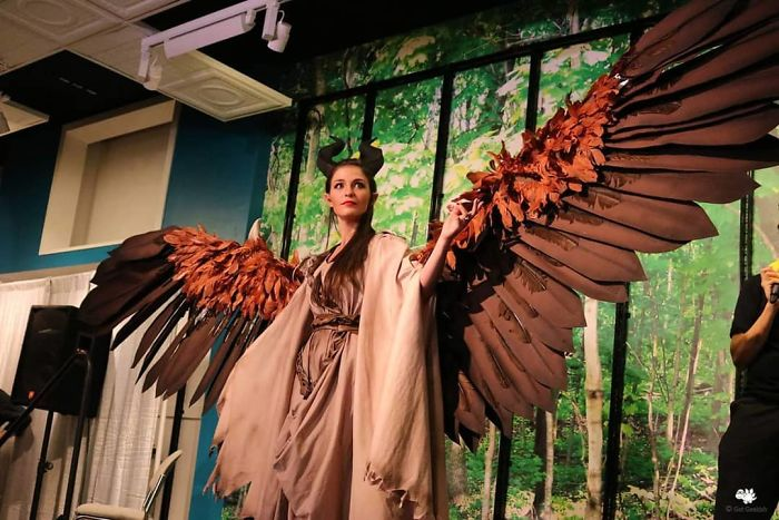 Cosplayer Creates Wings For Her Costume That She Can Move At