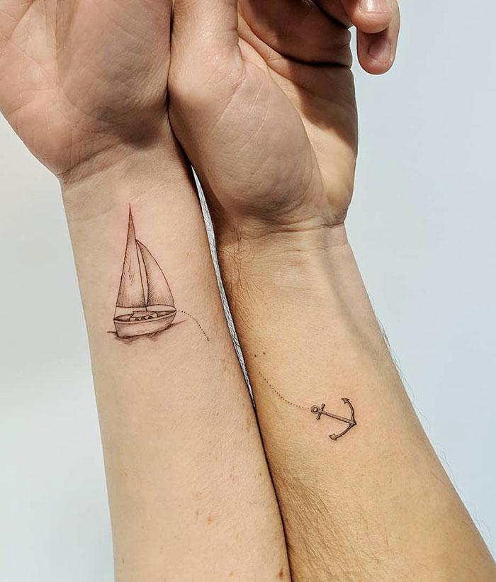 Tatuajes marineros para esta pareja