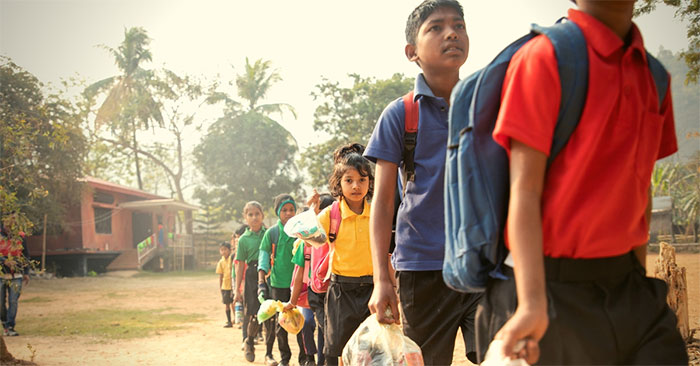 School In India Charges Students In Plastic Instead Of Money For Education, And The Entire Town Has Been Transformed