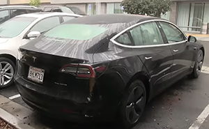 El coche Tesla, el más innovador del mundo, tiene un absurdo fallo de diseño que hace que el maletero quede empapado