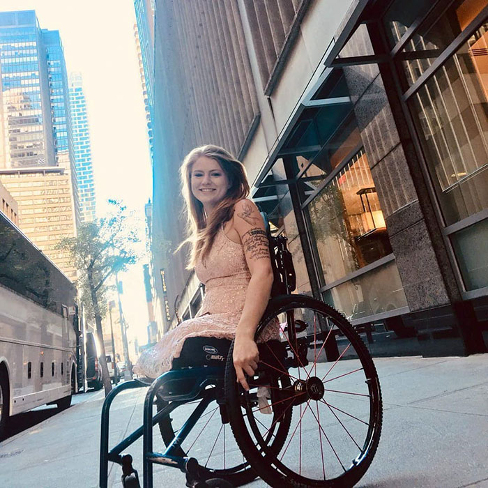 This Woman Lost Both Of Her Legs But Not Her Dark Sense Of Humor, Shows It Off On Tinder