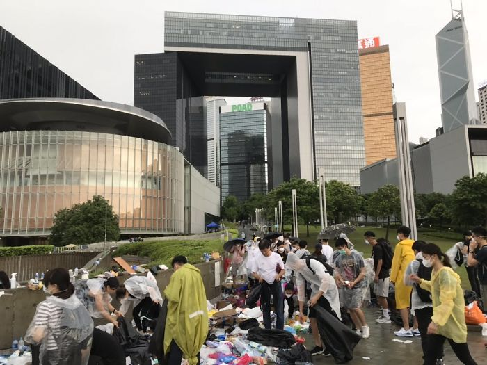 A Small Crowd Is Back Outside The Hong Kong Government Offices...to Clean Up The Rubbish. To Sort Out Recyclables And Unused Materials, And Clean Up The Rubbish. Incredible