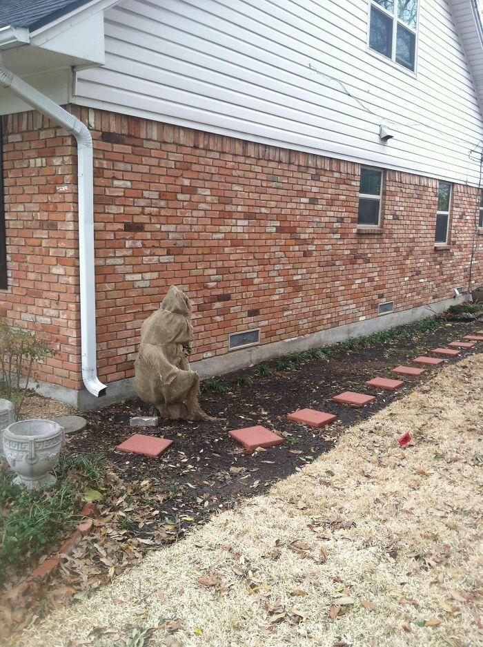Esto estaba junto a la casa de mi amigo y no sabía lo que era