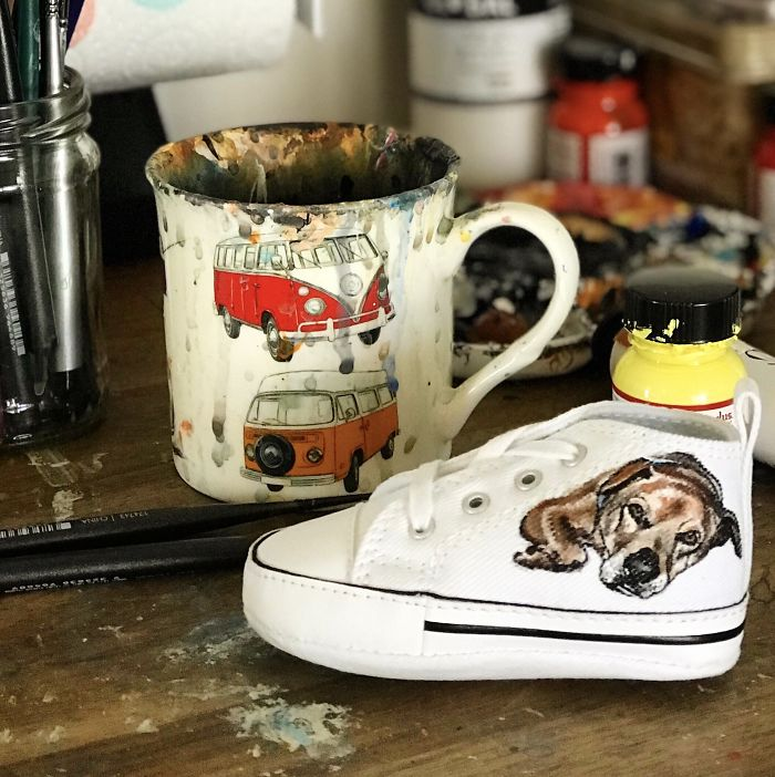 I Create Unique Gifts For Pet Owners By Painting Portraits Of Their Pets Onto Shoes!