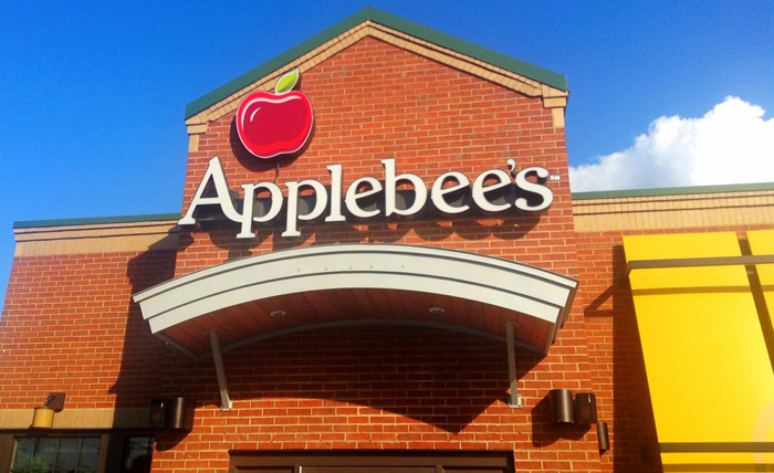 Woman Mocks Guy That Wanted To Take Her On A Date To Applebee's, Gets Destroyed With 19 Responses