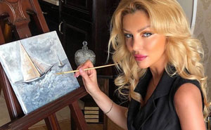 La gente cree que esta mujer está mintiendo porque su paleta de pintura nunca cambia (Actualizado con su respuesta)