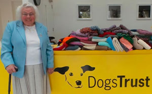 89-Year-Old Woman Has Knitted 450 Blankets For Shelter Dogs, And It's Adorable