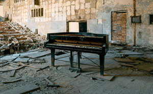 I Traveled To Pripyat Where The Chernobyl Catastrophy Hit To Find Forgotten Pianos (8 Pics)