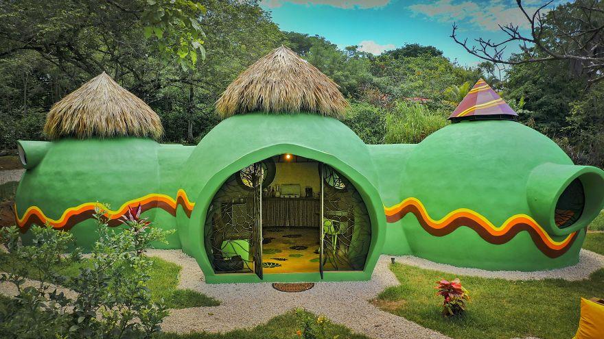 """منزل القبة:بيت مدهش في """"كوستاريكا"""" مصنوع من المنظفات الخرسانية ورغوة الغسيل.(20 صورة)"""