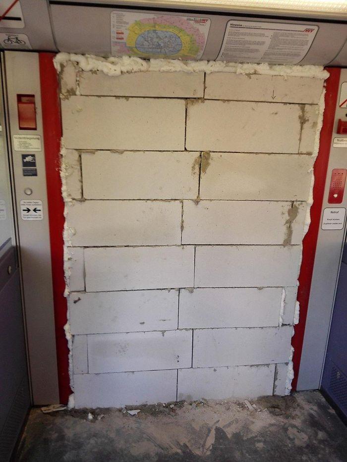 Fixing Broken Subway Doors, The German Way