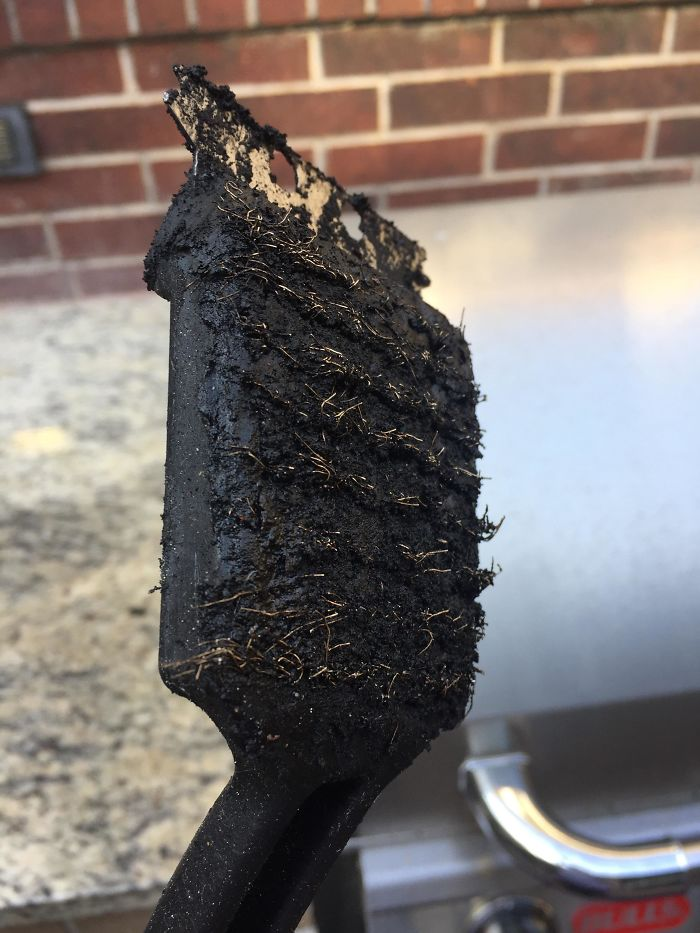 My Apartment Manager Refuses To Buy A New Grill Scraper And Says This Is Perfectly Fine