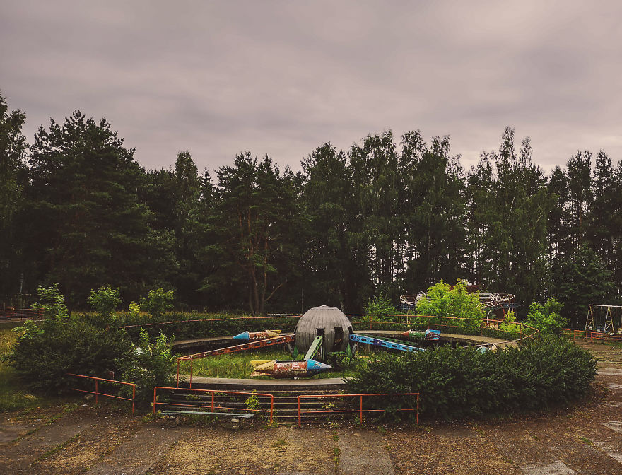 My 22 Pics Show A Closed Amusement Park That Reminds You Of The Soviet Era