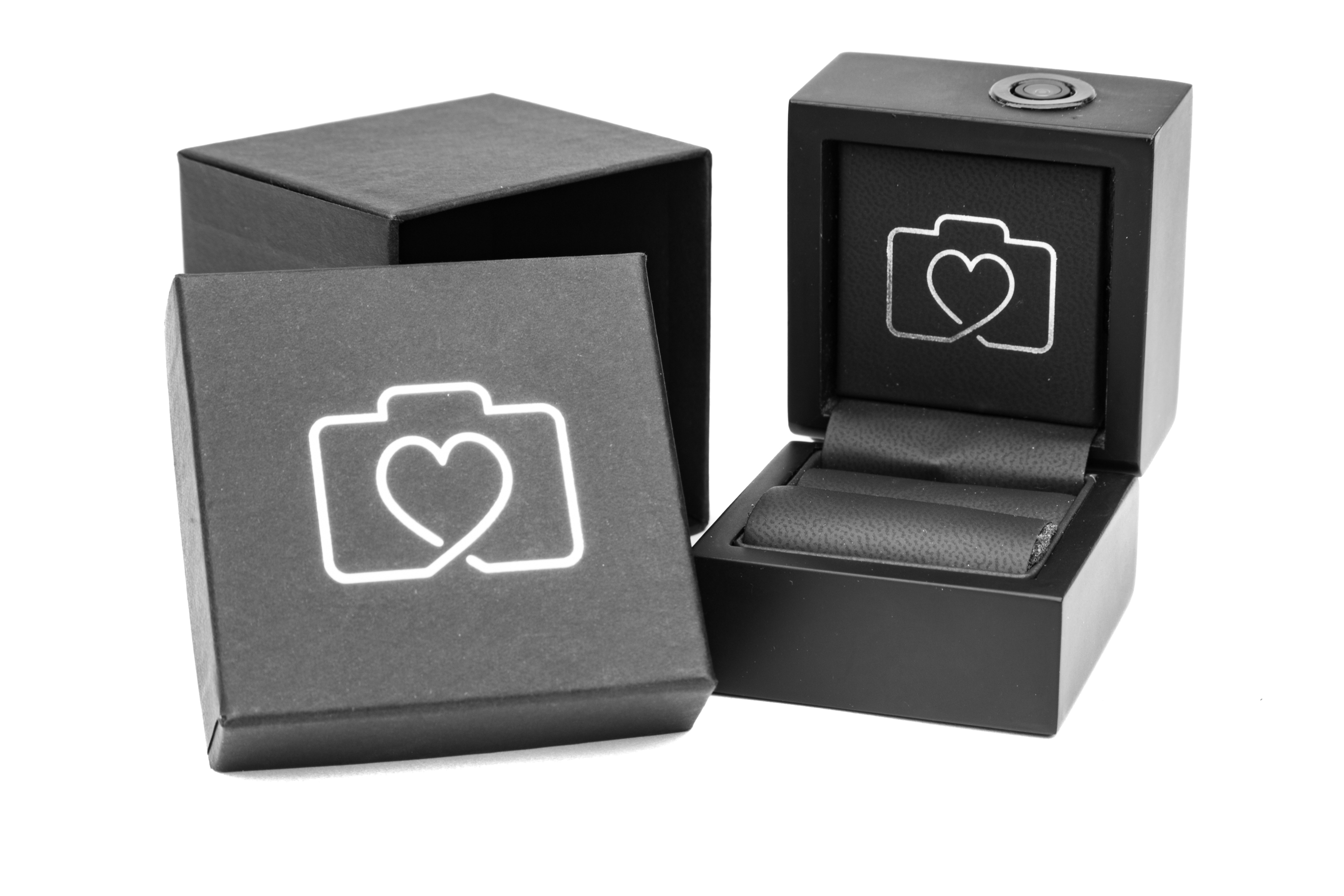 An Engagement Ring Box That Records The Magic Of The Moment.