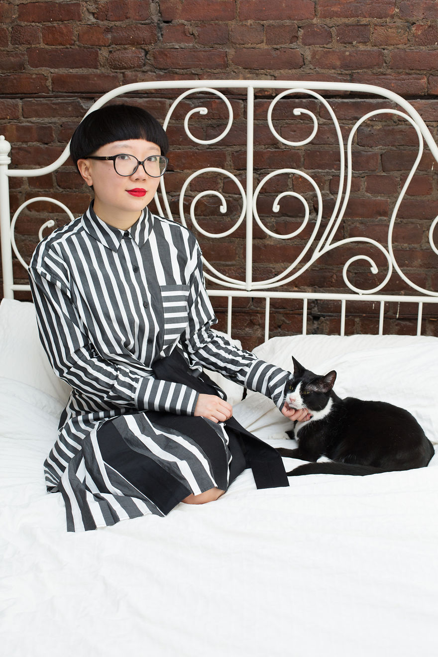 I Photograph Ladies With Their Cats To Debunk The Crazy Cat Lady Stereotype, And Here Are My Favorite Photos (16 Pics)