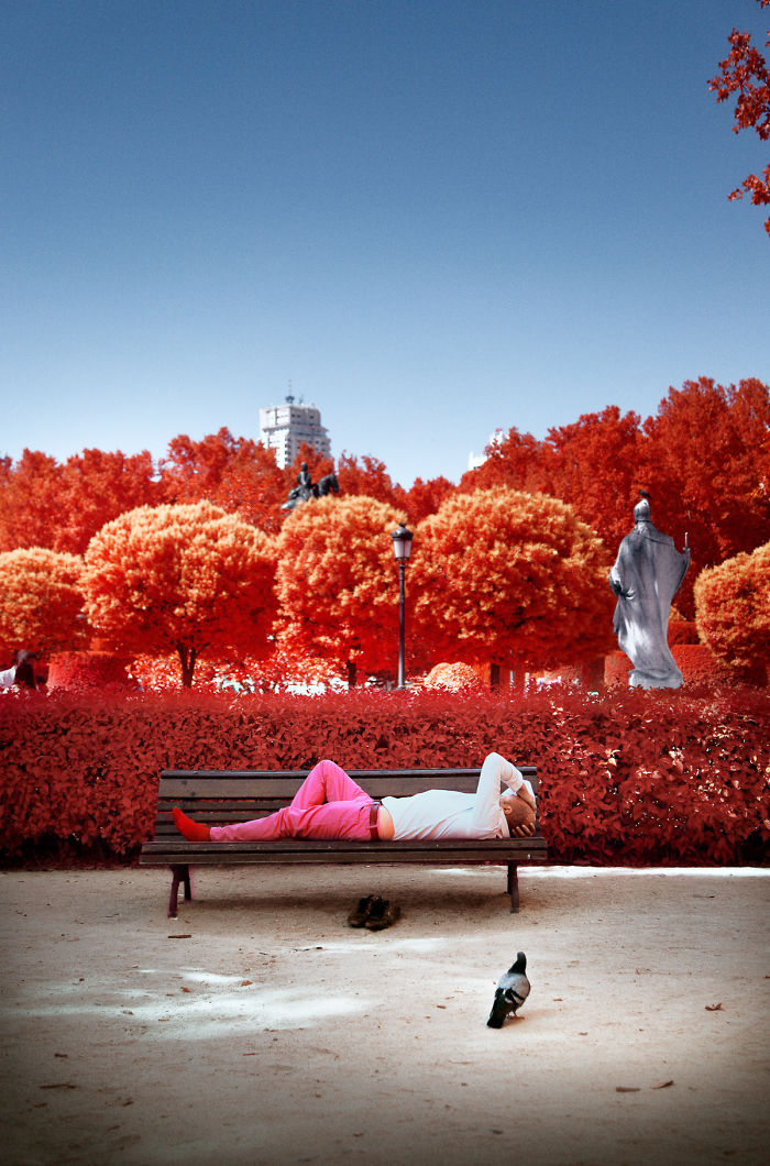 He Discovers Madrid In Infrared !