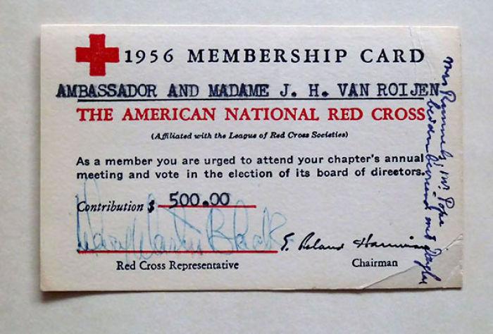 Tarjeta de membresía de la Cruz Roja de 1956, del embajador y su esposa