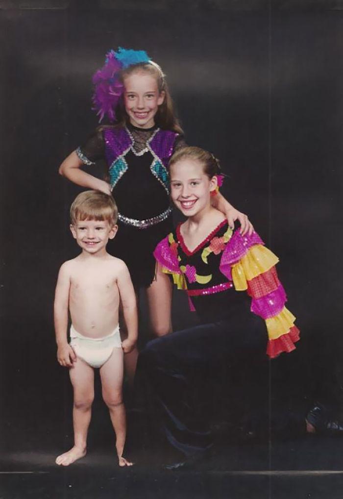 Who Doesn't Love The Cheesy, Already Awkward Sister Recital Photos?