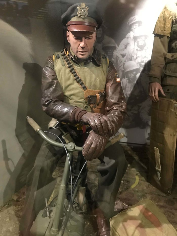 This Mannequin From A WW2 Themed Museum In Normandy Looks Like Bruce Willis