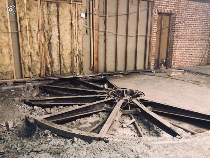 A Local Bar Found This Giant Wheel Beneath The Floor While Renovating. Any Idea What It Is/Was? The Space Was Formerly A Garage