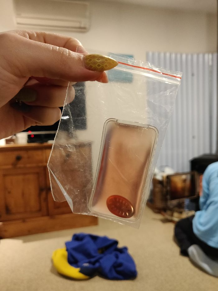Weird Sealed Pouch Inside A Baggie Filled With Some Sort Of Gel And Some Metal Oval With Raised Lines On It. Randomly Appeared Inside Someones Backpack In New Zealand. What Is This Thing?