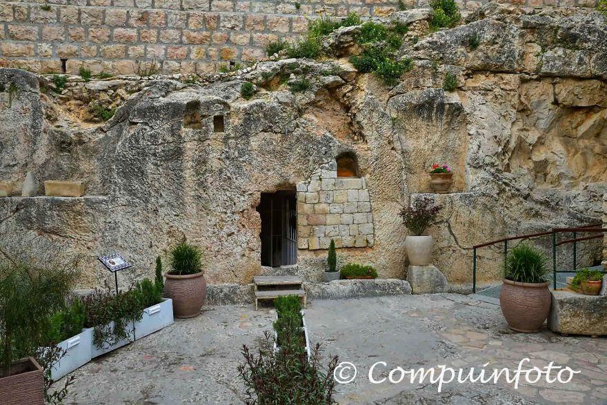The Tomb Of Jesus In Jerusalem