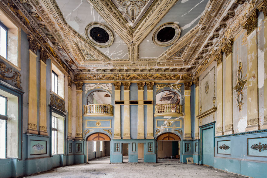 Mezzanine - A Stunning Entertainment Hall That Lays Derelict