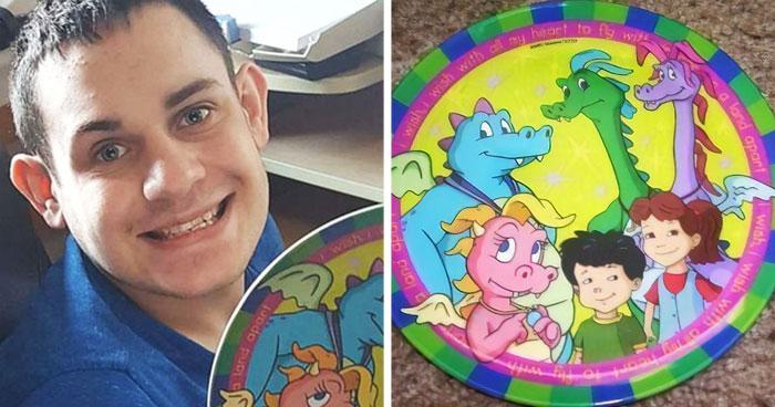 Esta chica rompió el único plato del que come su hermano autista, pidió ayuda en Reddit y la recibió