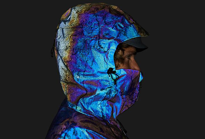 Британский стартап создал лыжную куртку, имитирующую кожу кальмара (фото 4)