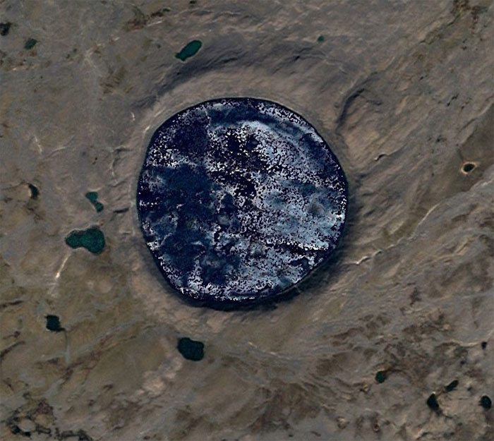 Guy Searches For Interesting Things On Google Earth And Here's 30 Of His Best Finds (New Pics)