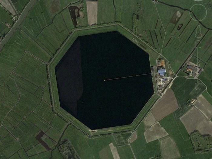 Este hombre comparte 30 de sus descubrimientos más interesantes en Google Earth (Nuevas imágenes)