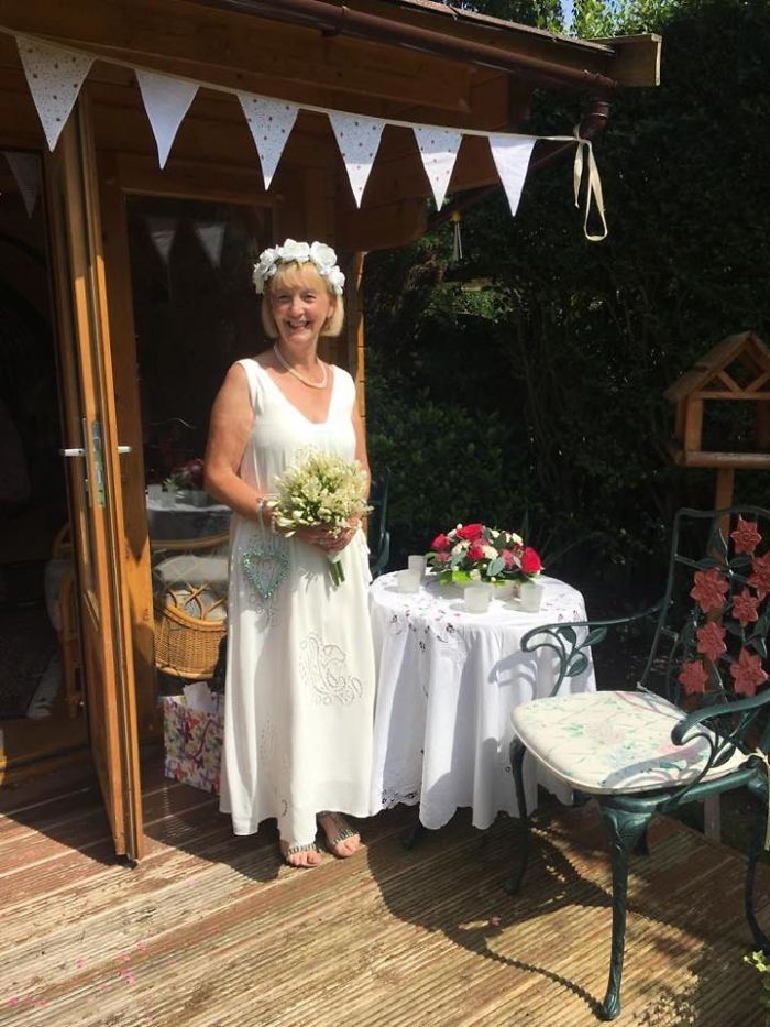 Sweet Man Suffering From Dementia Proposes To His 'Girlfriend' Who's Actually His Wife Of 12 Years