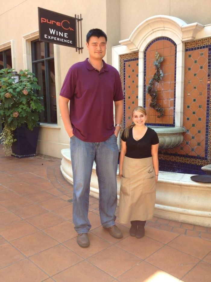 Yao Ming Visited My Girlfriend's Restaurant, She's 4'11