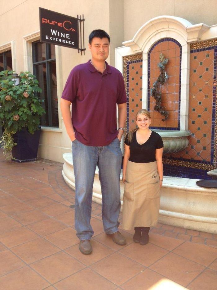 Yao Ming Visited My Girlfriend's Restaurant, She's 4'11