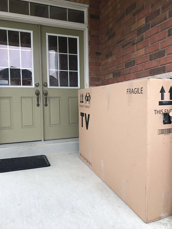 Delivery Guys Left A TV In Plain View Without Even Ringing The Doorbell