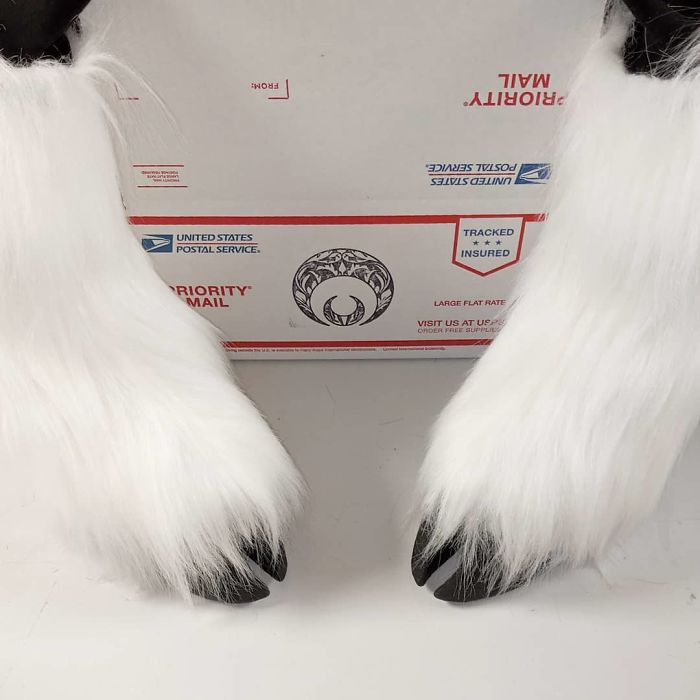 Artist Creates Shoes In The Shape Of Animal Hooves And The Result Is Impressive.