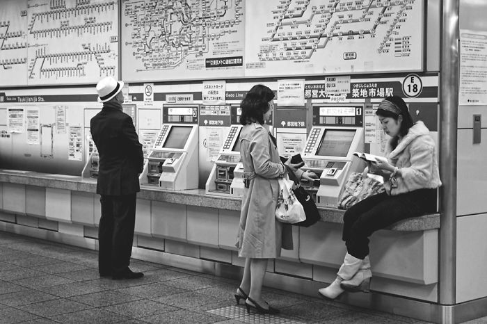 Photographer Gives Fascinating Glimpse Into The Train Culture Of Japan Through 21 Black & White Photos