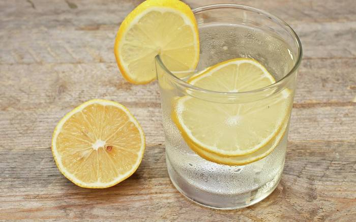 The Best Reasons For Drinking Hot Water With Lemon, According To Nutritionists