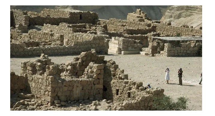 """The Real Story Behind the """"House of Jesus' Apostles"""" Discovery"""